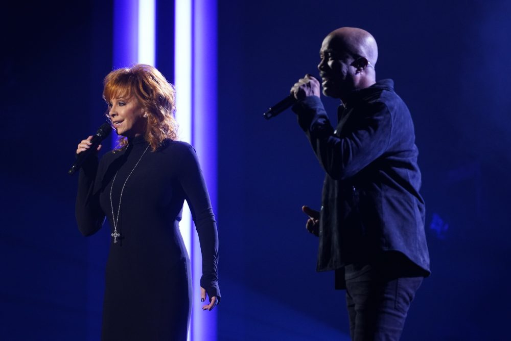 Reba and Darius Rucker Cover 'In the Ghetto' on CMA Awards