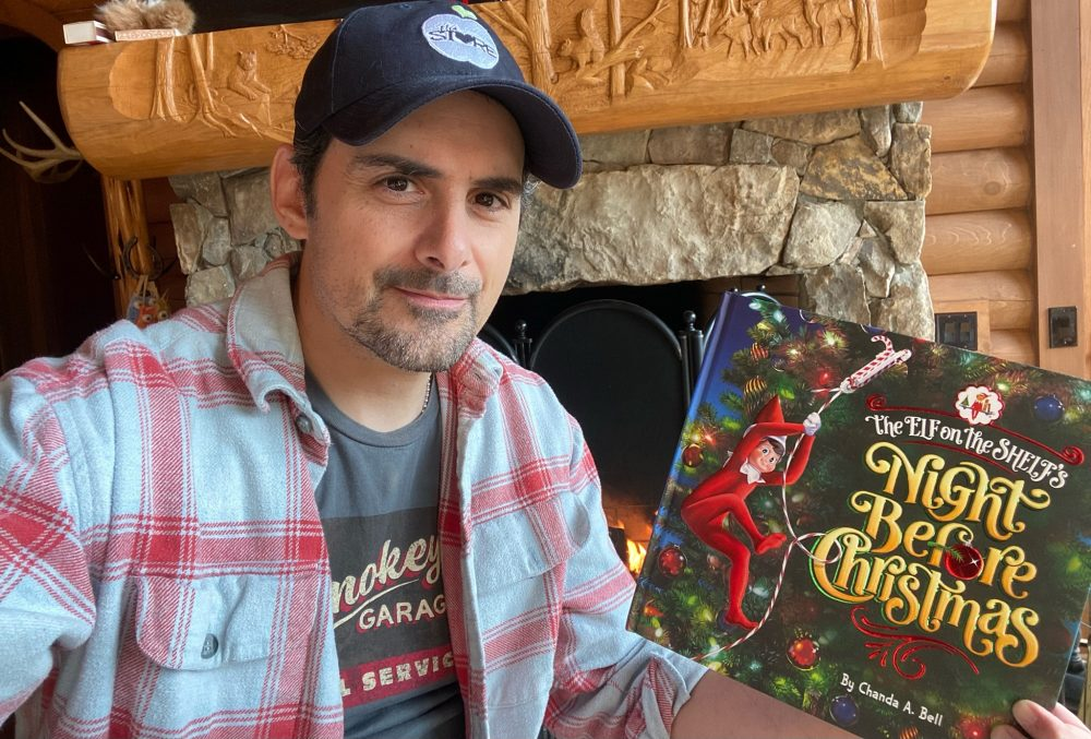 Watch Brad Paisley Read 'The Elf On the Shelf's Night Before Christmas'