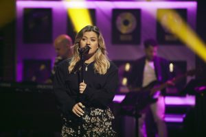 Kelly Clarkson Details Second Christmas Album, Shares New Song