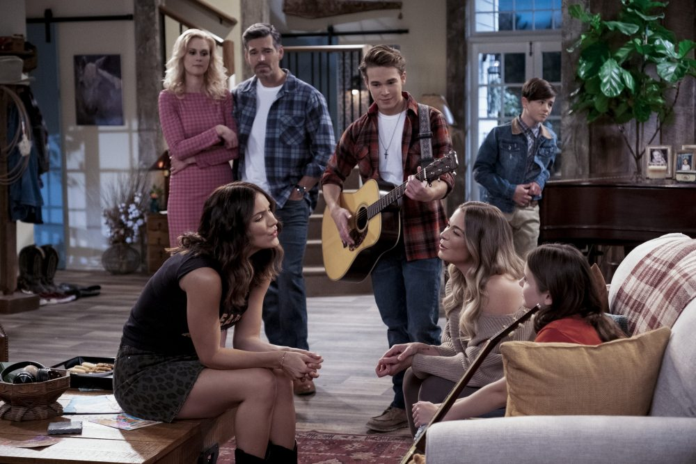 Netflix Debuts Trailer for Nashville-Inspired Sitcom, 'Country Comfort'