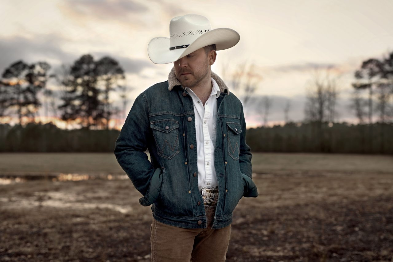 Justin Moore Sticks To His Roots With 'Straight Outta The Country' Album