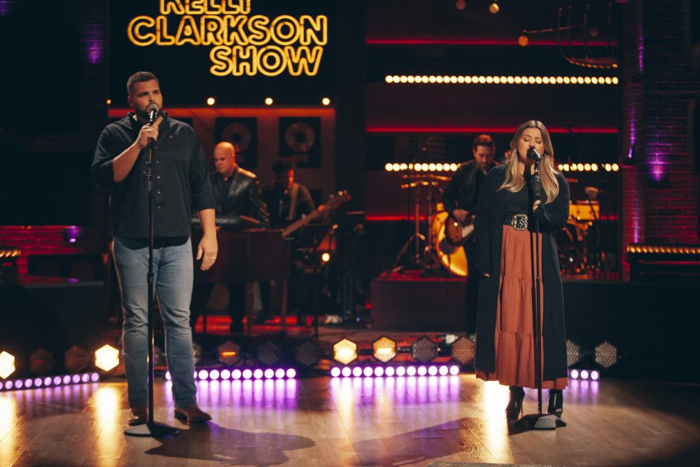 Jake Hoot and Kelly Clarkson Perform 'I Would've Loved You' On 'The Kelly Clarkson Show'