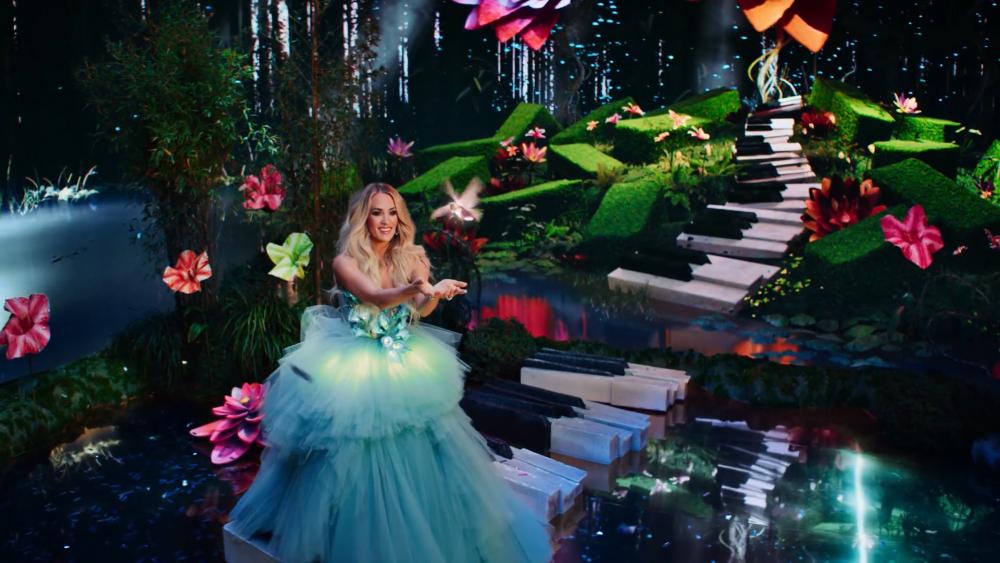 Carrie Underwood, Luke Bryan Encourage Fans to 'Stay Fabulous' in New Las Vegas Resort
