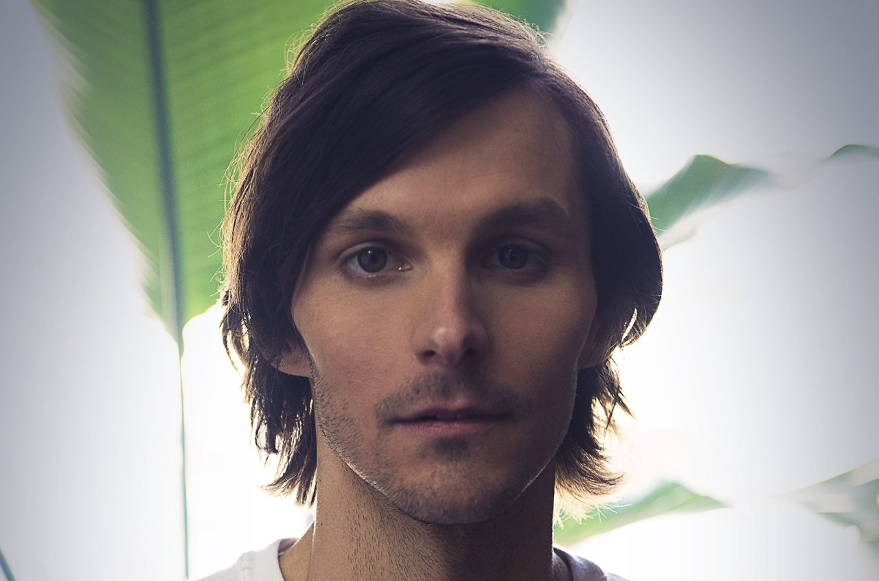 Charlie Worsham Returns With Autobiographical 'Fist Through This Town'