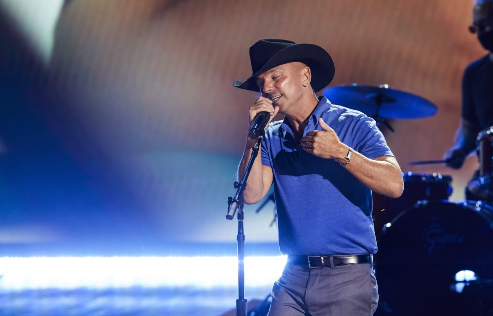 Kenny Chesney Tributes Those We Lost at 56th Annual ACM Awards