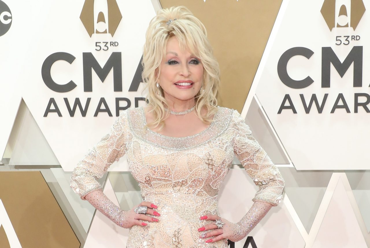 Dolly Parton Announces New 'Does He Love You' Duet With Reba