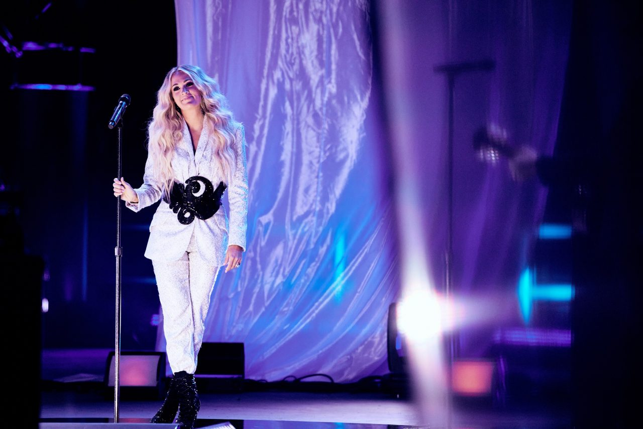 """Carrie Underwood + NEEDTOBREATHE Captivate the 2021 CMT Music Awards With """"I Wanna Remember"""""""