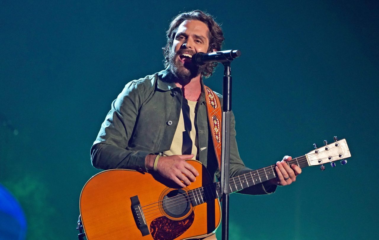 Thomas Rhett Gets Back to His Roots With 'Country Again' at the 2021 CMT Music Awards