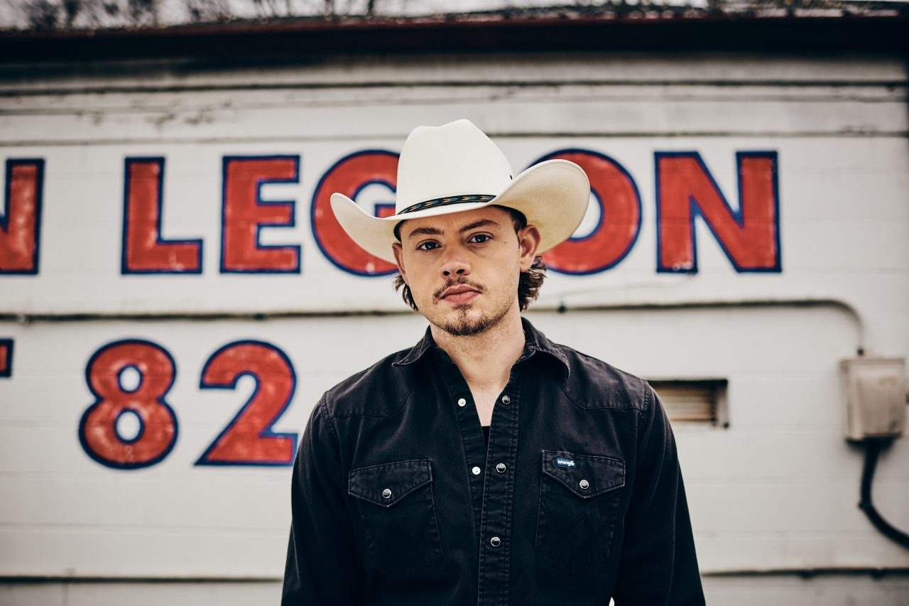 Tyler Booth's 'Beautiful Outlaw' Is An Infectious Country Foot-Stomper