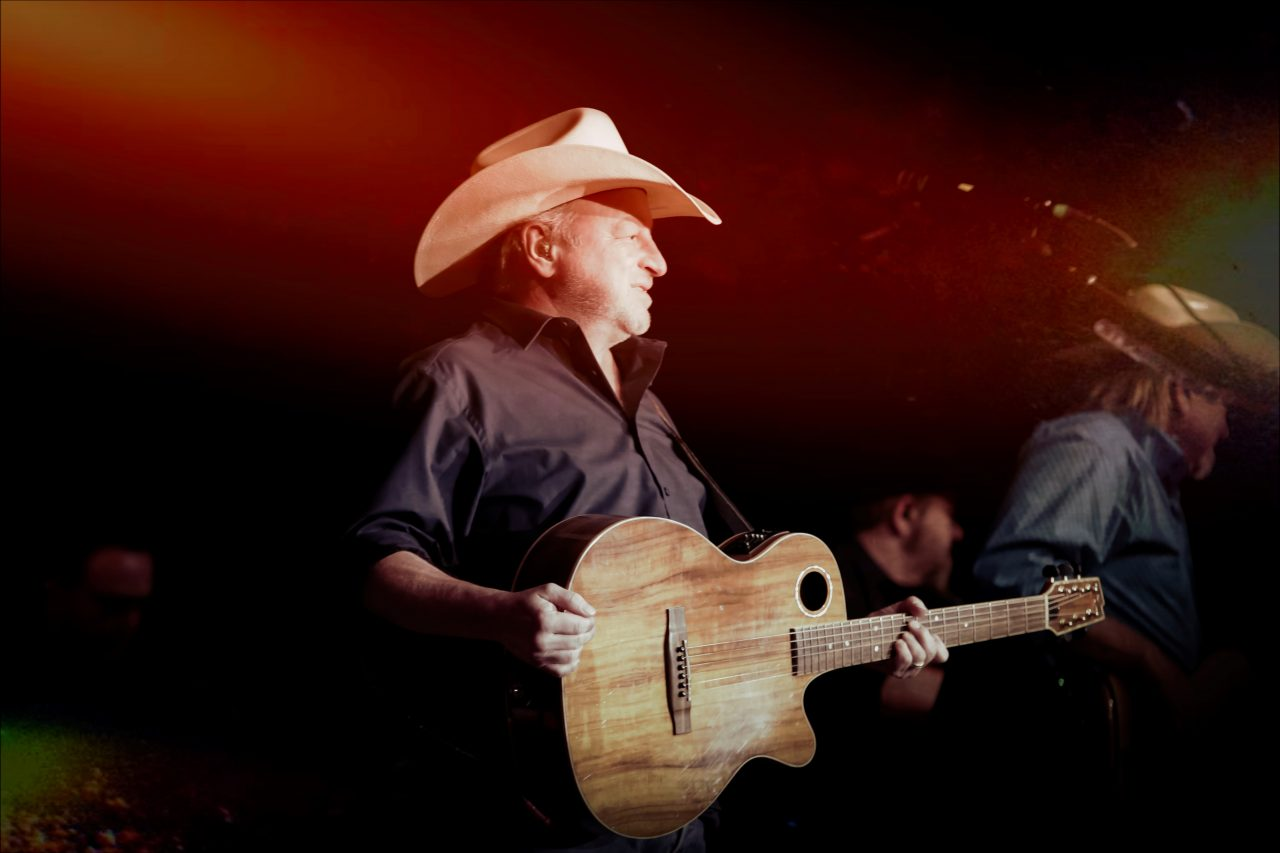 Mark Chesnutt Diagnosed with COVID-19 While Recovering from Surgery