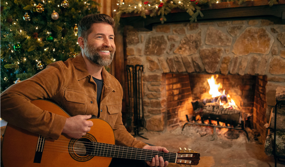 Josh Turner's Faith and Country Roots Shine on 'King Size Manger'