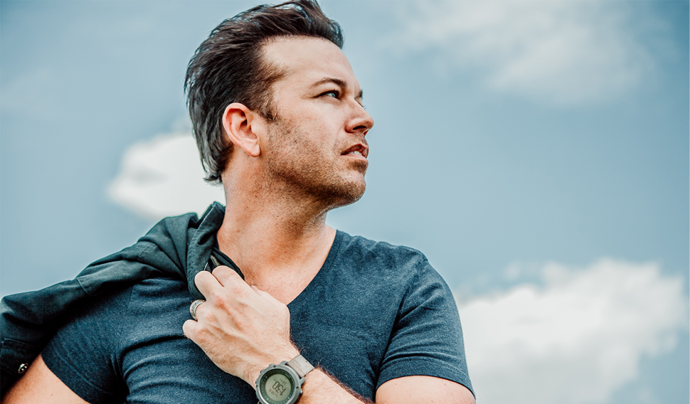 """Lucas Hoge, Jamie O'Neal Team Up for Holiday Classic, """"Let It Snow"""""""